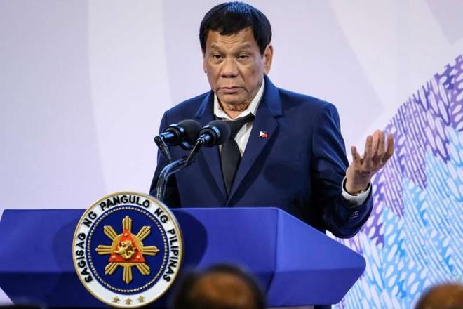 Từ chối lời mời của ông Trump, Tổng thống Philippines còn cấm quan chức tới Mỹ