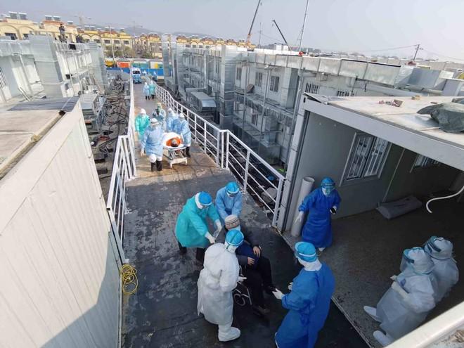 Bệnh viện vừa mới xây ở Vũ Hán tiếp nhận các bệnh nhân nhiễm virus corona mới đầu tiên vào sáng 4-2