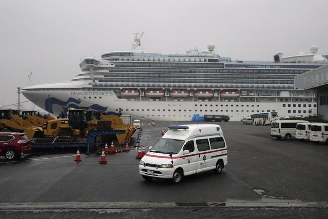 Hai hành khách trên tàu du lịch Diamond Princess tử vong vì Covid-19
