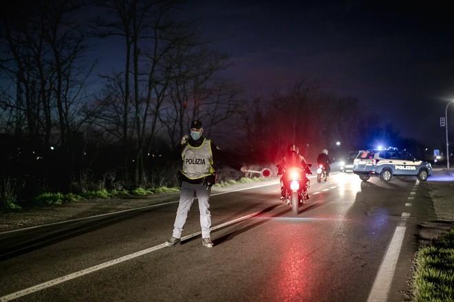 Italia: Phạt tiền nếu cố ý ra vào khu vực có dịch Covid-19