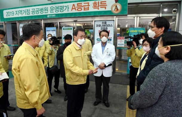 Tổng thống Hàn Quốc tới Daegu giữa lúc cư dân sợ bị phong tỏa như Vũ Hán