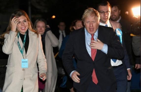 Thủ tướng Anh Boris Johnson công bố sắp có con với bạn gái