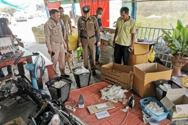 """Thái Lan phát hiện xưởng """"tái chế"""" khẩu trang đã qua sử dụng"""