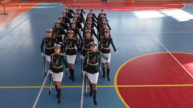 Bộ Quốc phòng Nga tung hình ảnh các nữ quân nhân Nga chuẩn bị cho ngày trọng đại