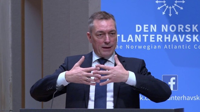 Bộ trưởng Quốc phòng Na Uy tự cách ly để theo dõi Covid-19