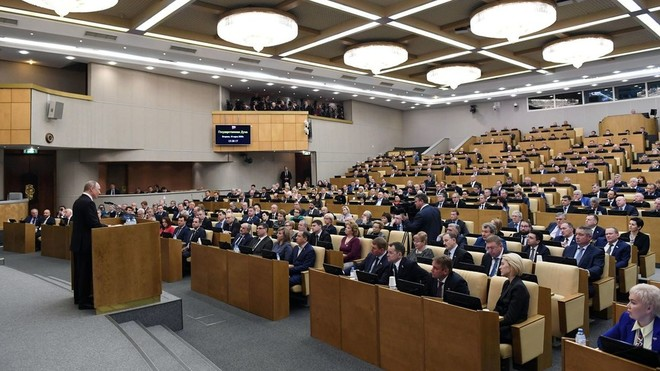 """Nghị sỹ Nga """"trốn"""" cách ly dự phiên họp có Tổng thống Putin"""