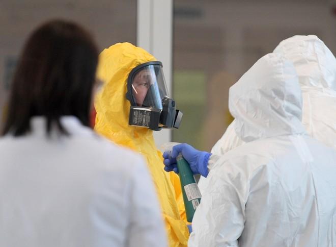 Tổng thống Putin mặc bảo hộ toàn thân thị sát bệnh viện điều trị Covid-19 ở Matxcơva
