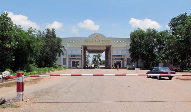 Việt Nam tạm dừng qua lại biên giới với Campuchia và Lào từ ngày 1-4