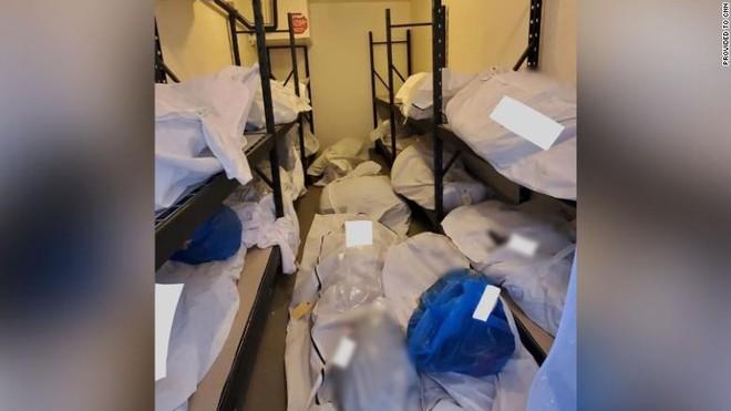 Nhà xác bệnh viện ở Mỹ không còn chỗ chứa, phải dùng cả container