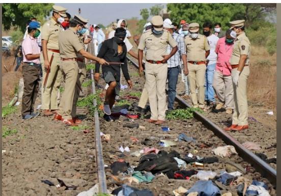 Hiện trường vụ tai nạn trên đường ray xe lửa ở Maharashtra ngày 8-5