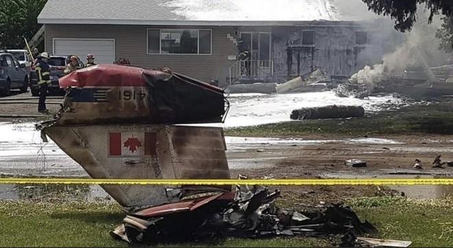[Video] Máy bay nhào lộn của không quân Canada rơi xuống nhà dân