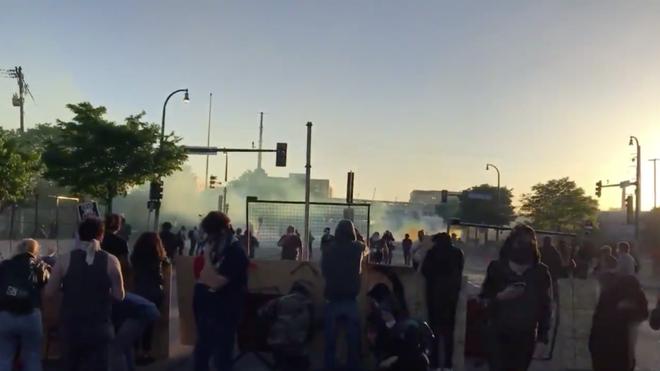 Lầu Năm Góc sẵn sàng chi viện hỗ trợ chống bạo loạn ở Minneapolis