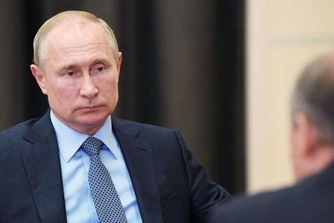 Tổng thống Nga Putin được bảo vệ tránh Covid-19 bằng đường hầm khử trùng