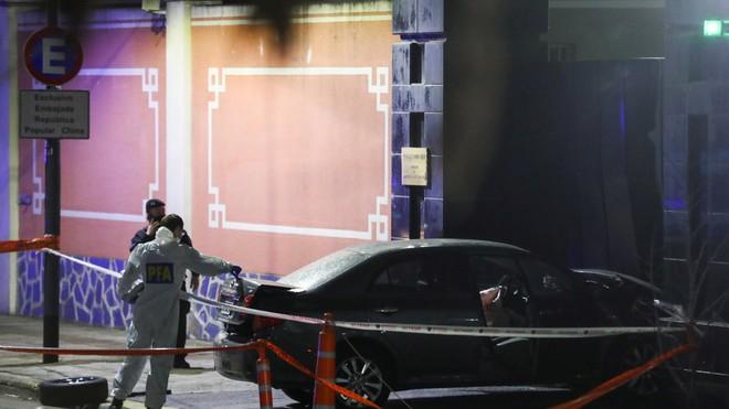 Một thanh niên cố ý đâm xe vào cổng Đại sứ quán Trung Quốc tại Argentina