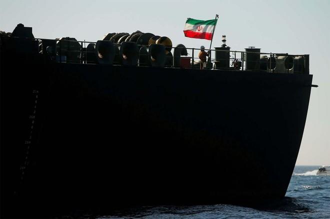 Iran thách thức lệnh trừng phạt của Mỹ với thuyền trưởng 5 tàu chở dầu tới Venezuela