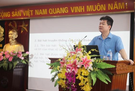 Đồng chí Nguyễn Ngọc Sơn, Phó trưởng Ban Tổ chức Tổng Liên đoàn lao động Việt Nam truyền đạt các nội dung chính của Điều lệ Công đoàn Việt Nam lần thứ XII tới cán bộ Công đoàn chủ chốt CAND (ảnh: Tâm Minh)