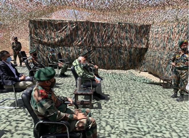 Thủ tướng Ấn Độ bất ngờ thăm căn cứ quân sự giáp biên giới Trung Quốc