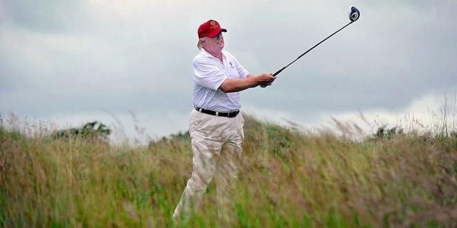 """Tổng thống Mỹ Donald Trump biện minh về việc chơi golf để """"tập thể dục"""""""