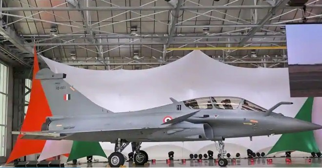 Không quân Ấn Độ ra mắt đội bay 5 chiếc tiêm kích đa năng Rafale đầu tiên