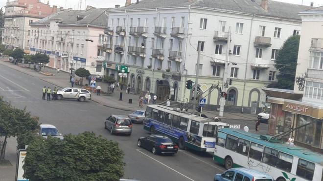 [Nóng] Một đối tượng dọa cho nổ xe buýt với 20 hành khách là con tin ở Ukraine
