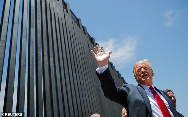 [Video] Đoạn tường biên giới Mỹ - Mexico của Tổng thống Trump đổ sập vì bão