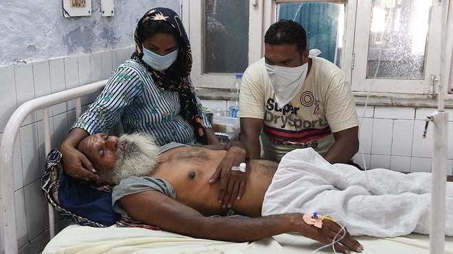 Ấn Độ: Hàng loạt ca tử vong vì uống dung dịch sát khuẩn có cồn