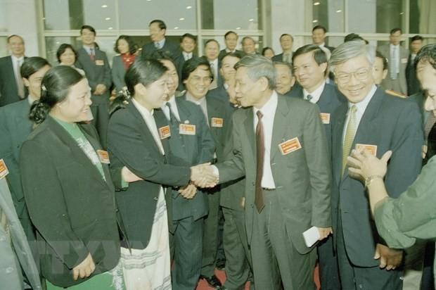 Tổng Bí thư Lê Khả Phiêu nói chuyện với các đại biểu dự Đại hội đại biểu Đảng bộ thành phố Hà Nội lần thứ XIII, nhiệm kỳ 2000-2005.