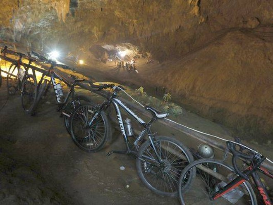 Xe đạp của nhóm trẻ em mất tích được tìm thấy ở lối vào hang