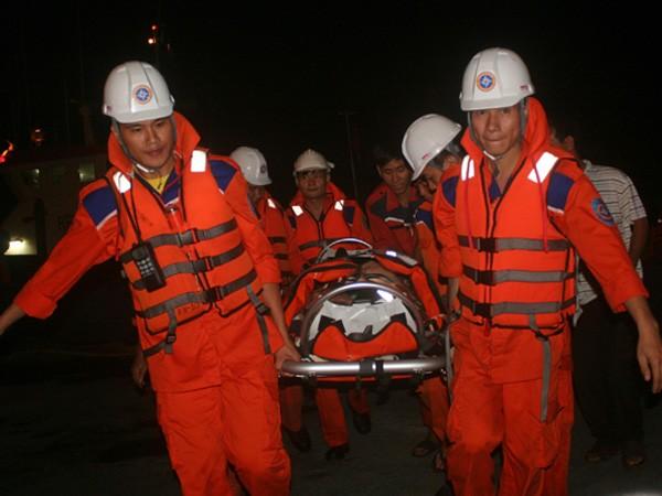 Cứu nạn một thuyền viên người nước ngoài bị liệt trên biển ảnh 1