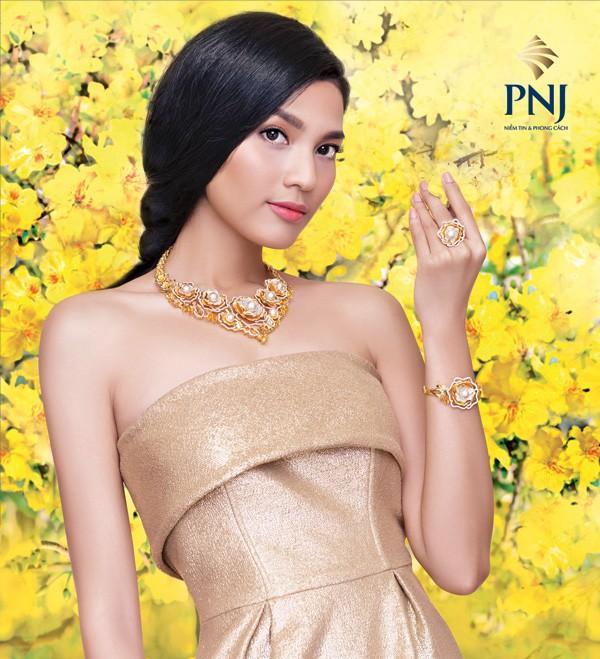 BST Mystery - Huyến Bí với những mẫu trang sức vàng 18K, 10K lấy cảm hứng chủ đạo từ họa tiết lá Ô Liu- vòng nguyệt quế được cách điệu hoàn hảo.