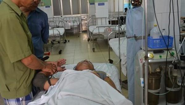 Bệnh nhân nam 26 tuổi bị nát bàn tay do pháo nổ