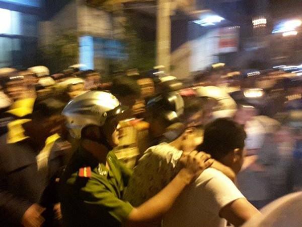 Tổ phòng chống cướp giật (Công an TP Quảng Ngãi) bắt đối tượng Duy khi gây án