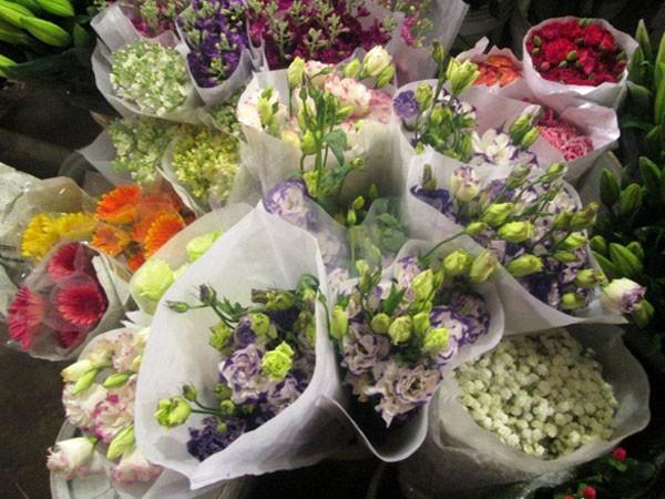 Chợ hoa Quảng Bá tấp nập trước ngày 8-3 ảnh 1