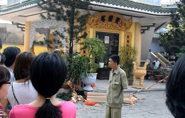 Ngôi chùa nơi xảy ra vụ việc ông cụ khoảng 70 tuổi rơi từ tầng 7, tử vong.