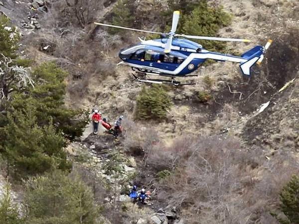 Hiện trường cứu nạn máy bay Airbus A320 mang số hiệu 4U9525 của hãng hàng không Germanwings (Đức) rơi xuống dãy Alps ở Pháp.