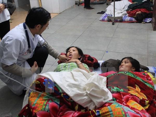 Các công nhân đang được cấp cứu, điều trị tại bệnh viện