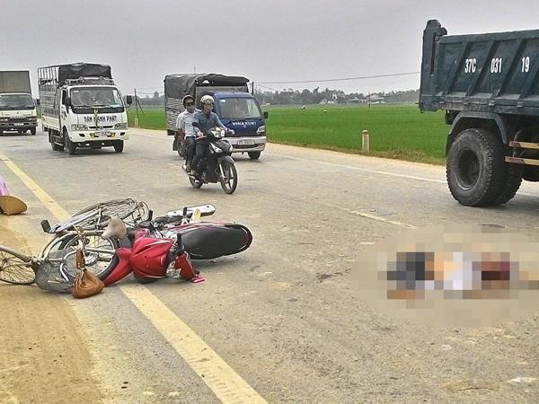 Va chạm giao thông, người đàn ông ngã ra đường bị xe tải cán tử vong ảnh 1