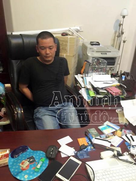 Hà Nội: Bắt giữ 2 người Trung Quốc rút tiền bằng thẻ tín dụng giả ảnh 1
