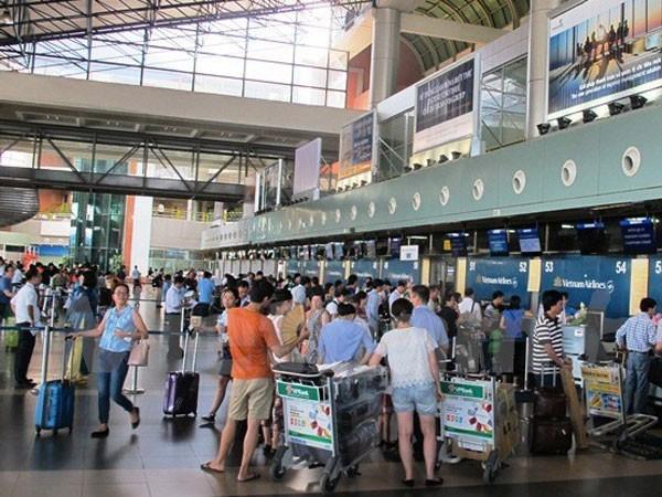 """Audio 13-9-2015: Nhiều hành khách đi máy bay bị rò rỉ thông tin và nghi án con trai """"ngáo đá"""", sát hại bố mẹ ảnh 1"""