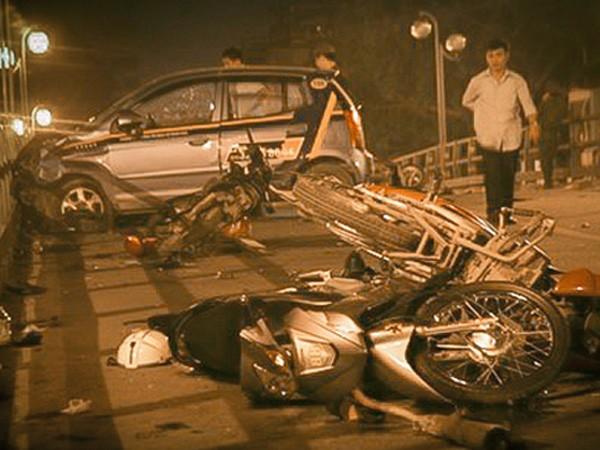 Audio 11-11-2015: Tin mới về vụ tai nạn kinh hoàng ở cầu vượt Thái Hà, và chuyện biến tướng bán hàng đa cấp ảnh 1