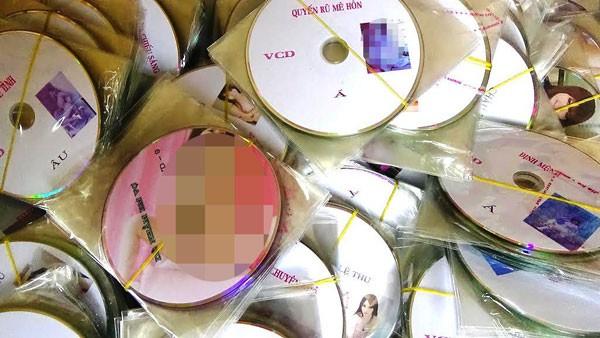 Phát hiện ô tô khách chở...1.700 đĩa VCD đồi trụy ảnh 1
