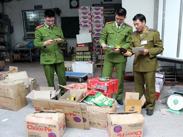 Hà Nội: Liên tiếp phát hiện các xe tải chở hàng lậu ảnh 1