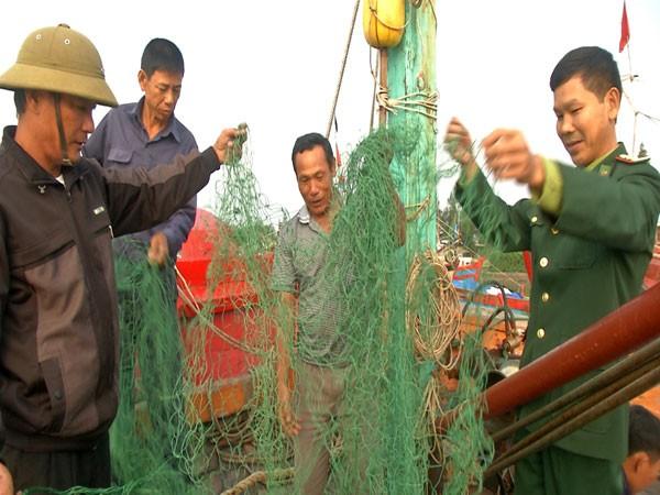 Những cheo lưới của ngư dân Quảng Trị bị phá nát do chiếc neo của tàu nước ngoài