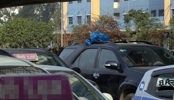 Cửa ngõ thủ đô kẹt xe kéo dài hàng cây số ảnh 2