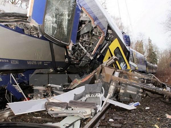 Hiện trường vụ tai nạn 2 tàu điện ngầm đâm nhau trực diện.