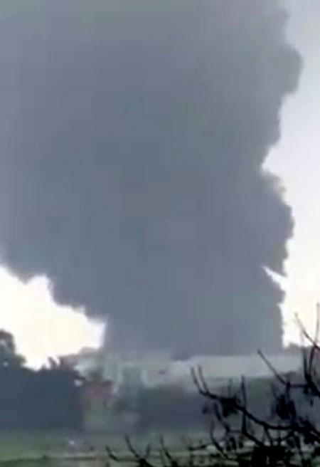 Cháy dữ dội tại kho sản xuất dao cạo của Công ty TNHH Dorco Living Vina.