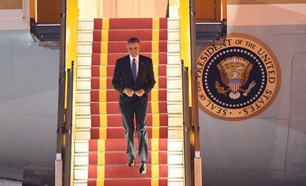 Tổng thống Mỹ Barack Obama đặt chân đến Việt Nam.