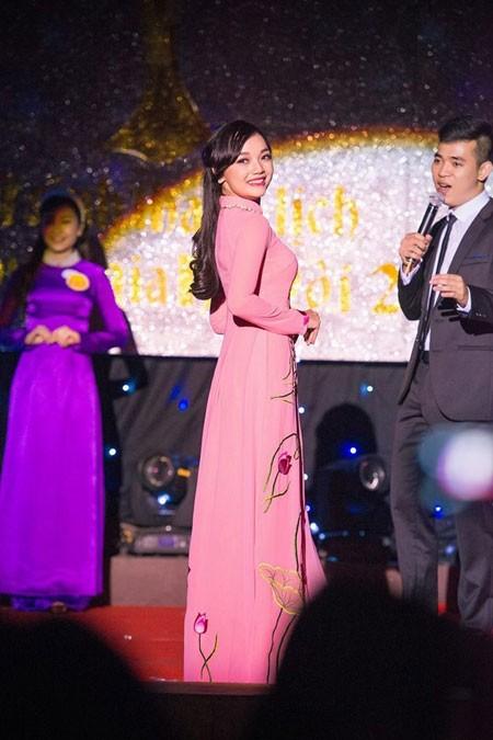 Tổng thống Obama nói gì với Trần Mỹ Linh - nữ sinh tặng hoa chào mừng ở Nội Bài? ảnh 6