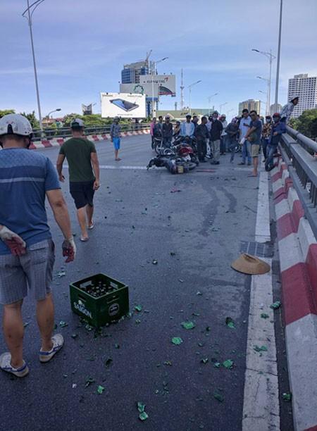 Tai nạn liên hoàn trên cầu vượt Nguyễn Chí Thanh, nhiều người bị thương