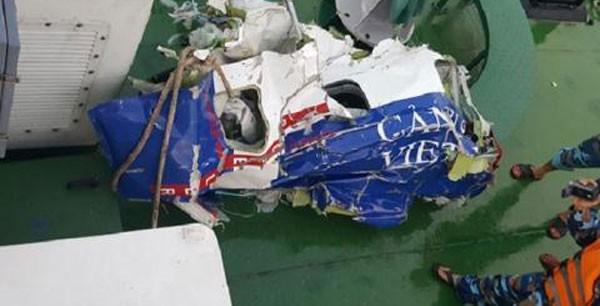 Các mảnh vỡ máy bay Casa-212.